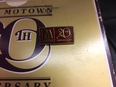 Various Artists - Motown 20th Anniversary Singles Box Set / 40 classics x 20 45s + badge- Tamla Motown 982187 4 box