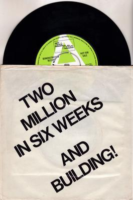 Marvin Gaye - Let's Get It On / I Wish It Would Rain - Tamla Motown TMG 868 DJ with ltd. promo  info cover.