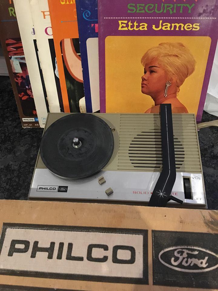 Philco Ford - Hip Pocket Record Player / Compete with 5 Discs - original box
