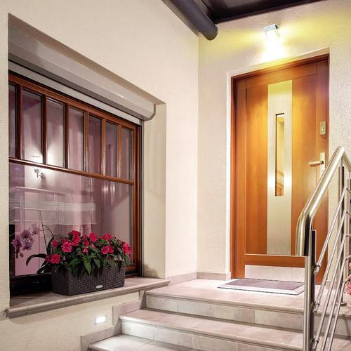 Luceco Solar Guardian Wall Light With PIR - Black (IP44)